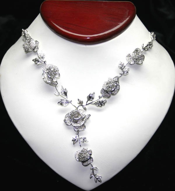 2232: 4.17 CT DIAMOND 18KT GOLD  ROSE  NECKLACE 49 GR .