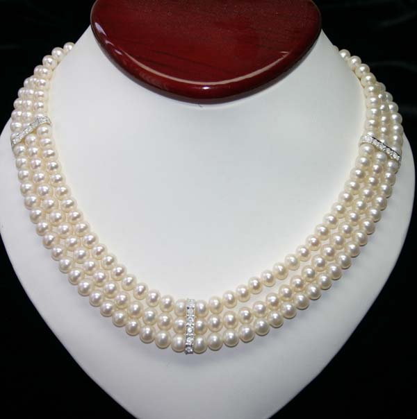 1032: 6mm TRI-STRAND FRESH WATER PEARLS NECKLACE .