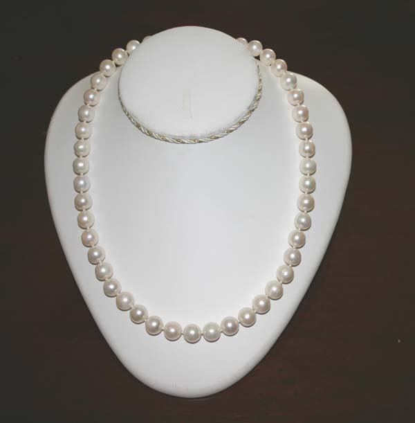4053: 20''INCHS NATURAL PEARL 14K LOCK NECKLACE.