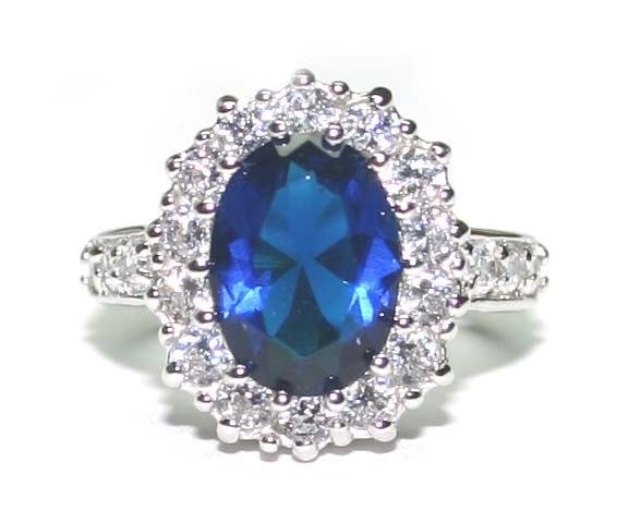 4055: 4.CT LAB SAPPHIRE SILVER RING .
