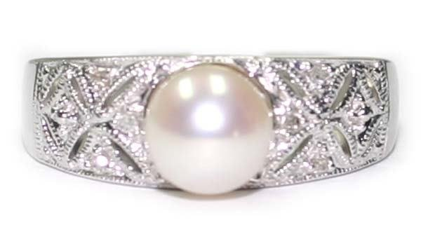 3023: DIA & PEARL ANTIQUE DESIGN  GOLD RING.