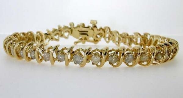 4452: 3 CT DIAMOND BRACELET 13GR