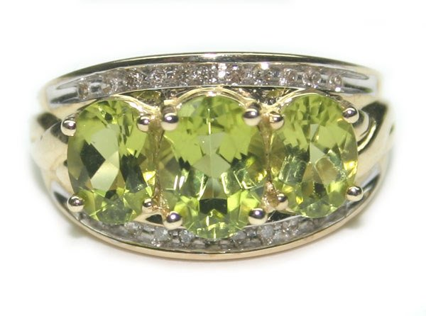 2015: 3.75 CT DIA  &  PERIDOT 4.70 GR 10K GOLD RING