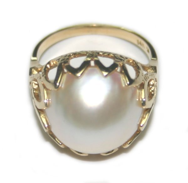 4001: 14mm  PEARL  14K  GOLD RING .