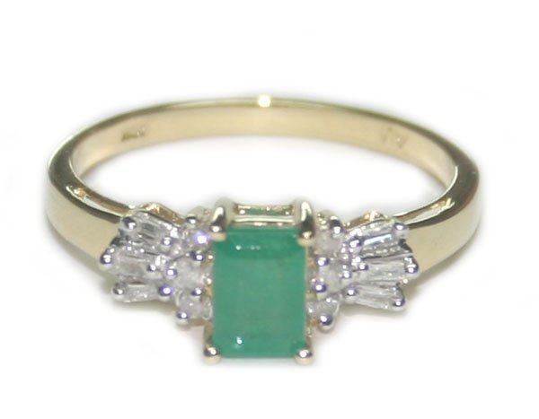 4005: 1.30 CT DIA & EMERALD  2.05  GR  10 K  GOLD RING