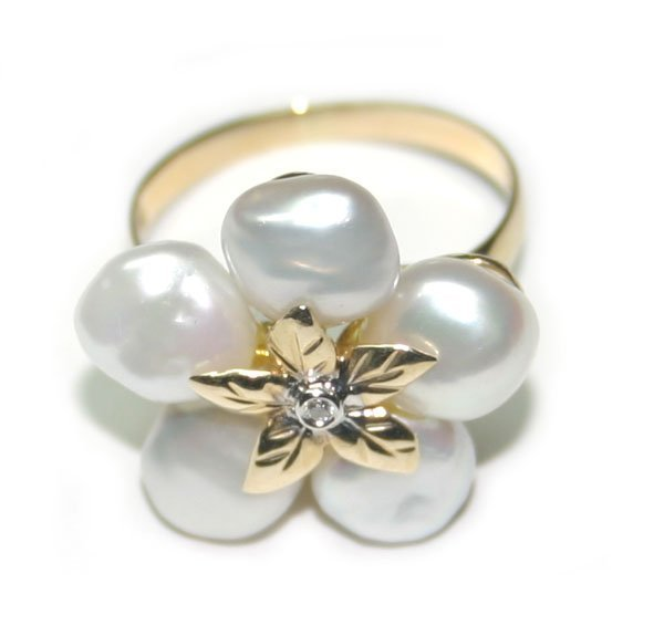 4008: DIAMOND & 7mm NATURAL PEARLS  GOLD RING .
