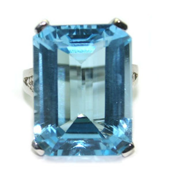 2023: 20.CT NATURAL B.TOPAZ  SILVER RING.