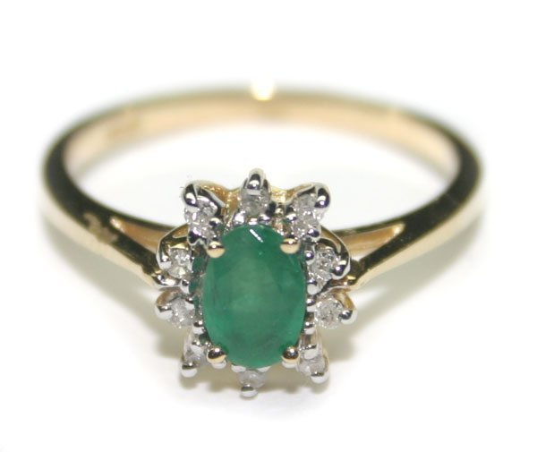 2001: 1.CT DIA & EMERALD 1.90 GR 10K GOLD RING.