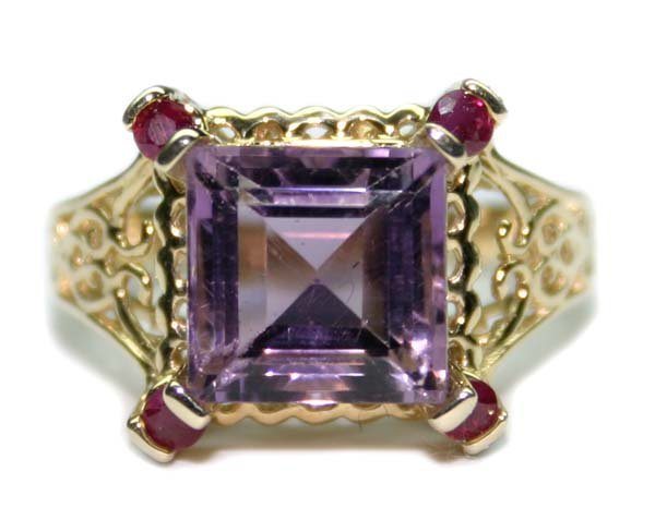 3002: 5.CT DIA AMETHYST & RUBY 4.80 GR 10K GOLD RING.