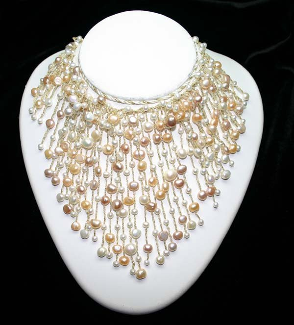 4020: NATURAL  FRESH WATER  PEARL NECKLACE.