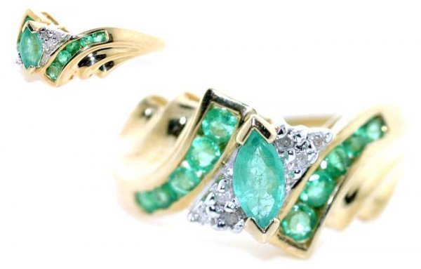4018: 2 CT DIA AND EMERALD GOLD RING