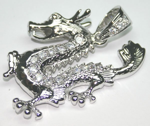 1015: 3.CT LAB SAPPH SILVER DRAGON PENDANT.