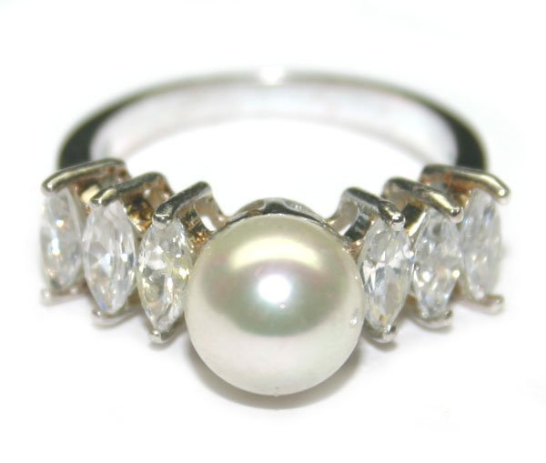 1016: 1.50CT LAB W.SAPPH & PEARL SILVER RING.