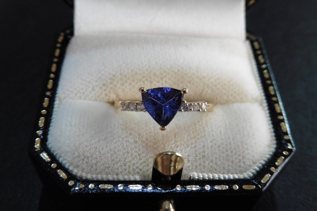 Pre-owned 9ct gold tanzanite dress ring