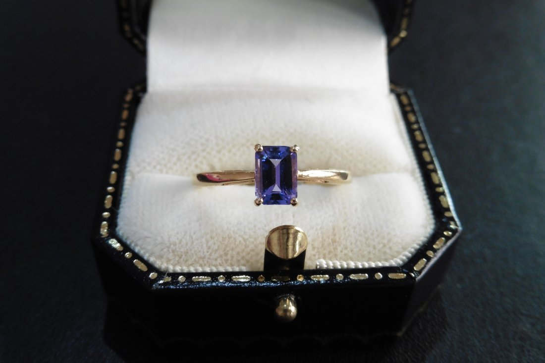 Pre-owned 9ct gold tanzanite ring