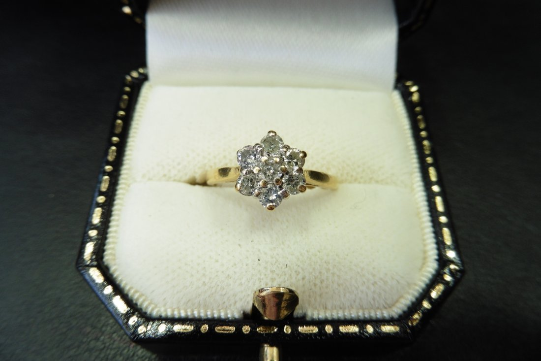 Pre-owned 18ct yellow gold diamond cluster ring