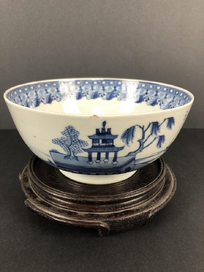 19TH CENTURY EXPORT PORCELAIN LARDE BOWL