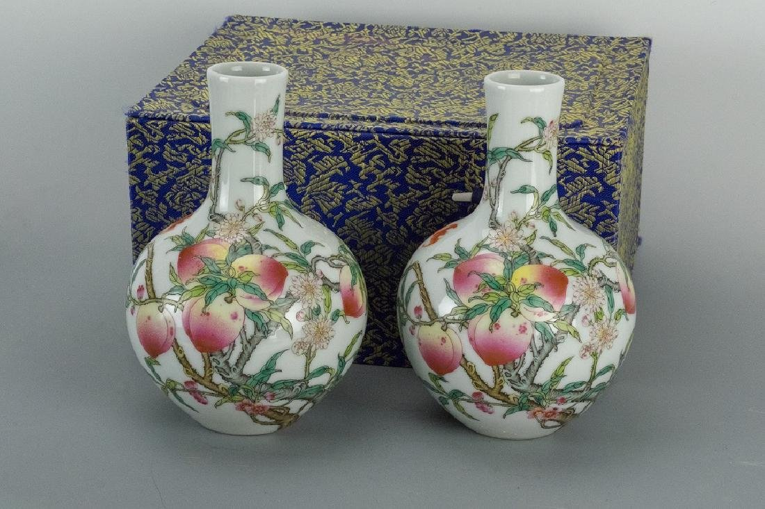 Late Qing Dynasty A Pair of Bottles of Nine Peach