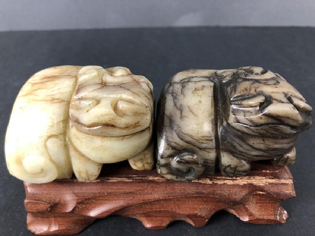 Ming Dynasty a pair of Black and White jade animal