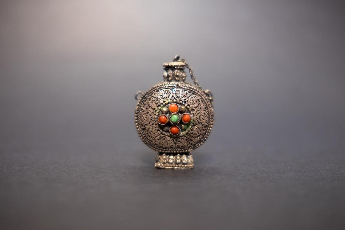 A Ancient Snuff Bottle