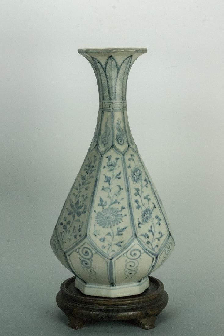 YUAN DYNASTY Blue and White Octagonal YuHuChun Vase