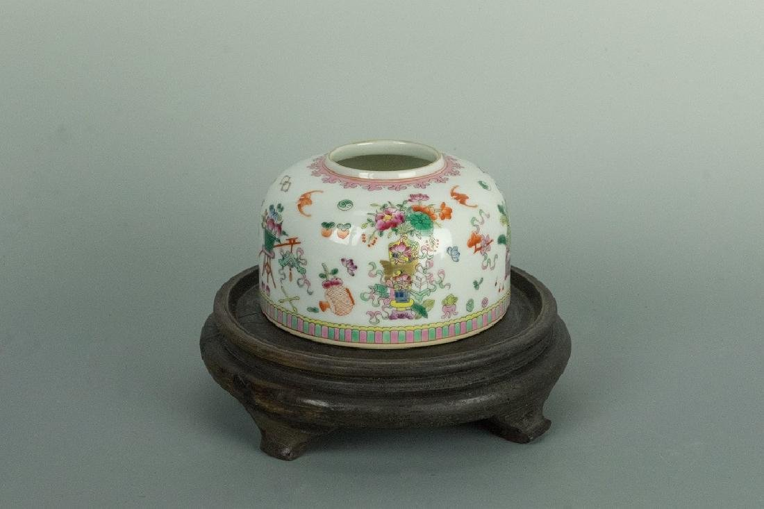 QING LIANLONG Mark Famille-Rose water pot