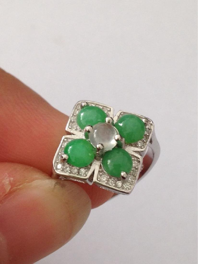 A NATURAL JADEITE BEADS SILVER RING