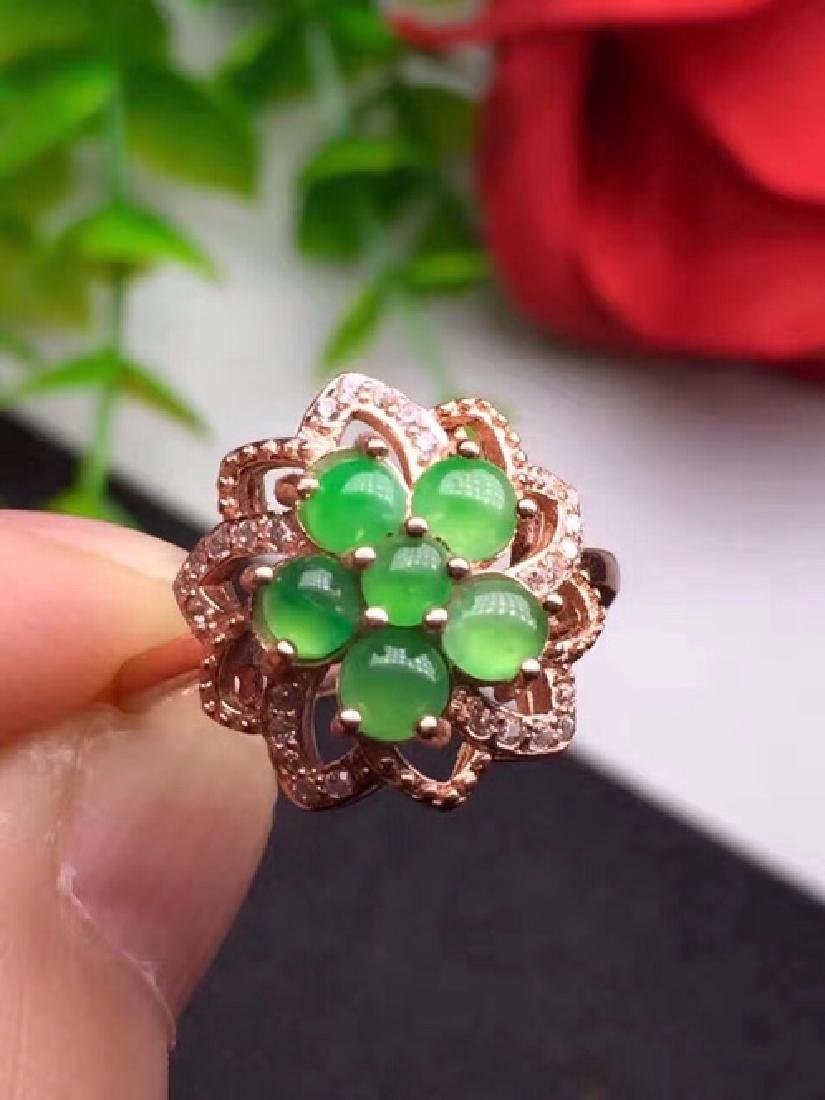 A NATURAL JADEITE BEADS FLORAL DESIGN SILVER RING