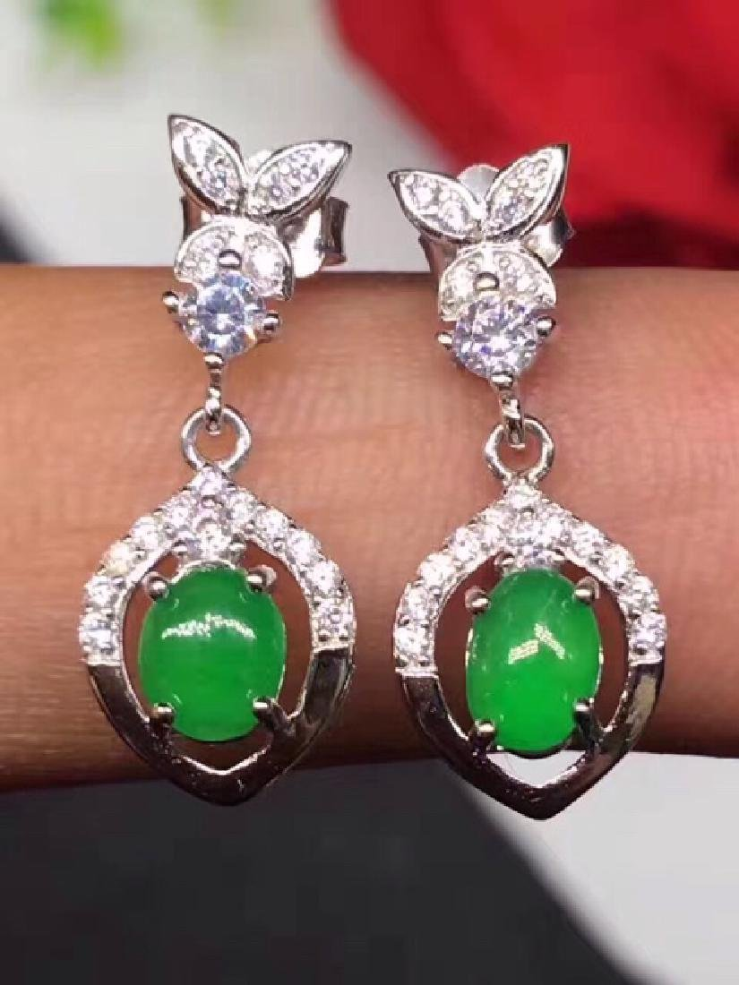 A PAIR NATURAL JADEITE BEADS SILVER EARRING
