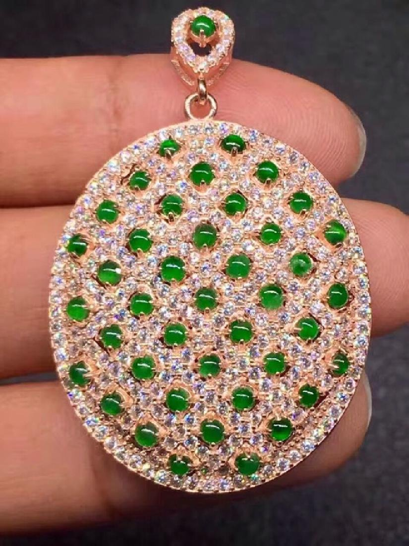 A NATURAL EGG-SHAPED JADEITE BEADS PENDANT