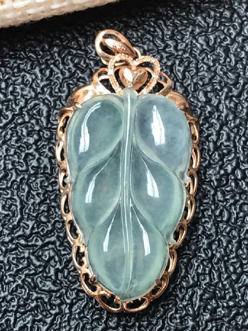 A NATURAL LEAF-SHAPED ICY JADEITE PENDANT