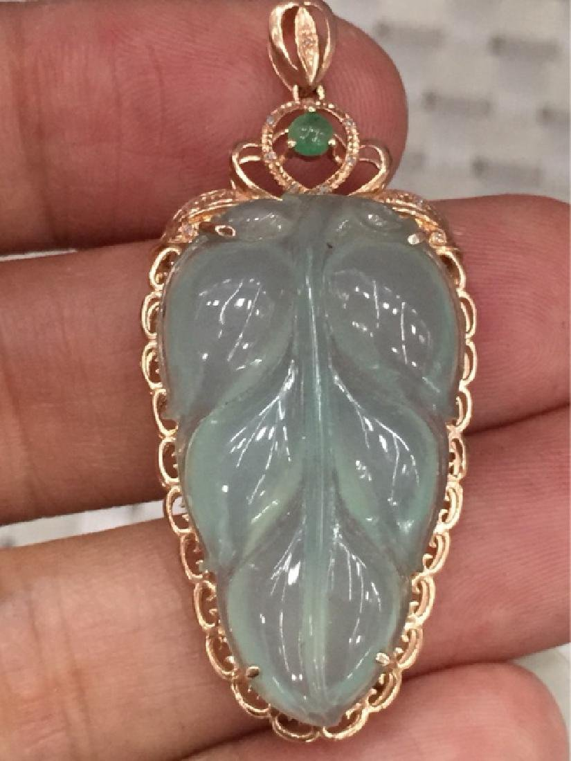 A NATURAL LEAF-SHAPED JADEITE PENDANT