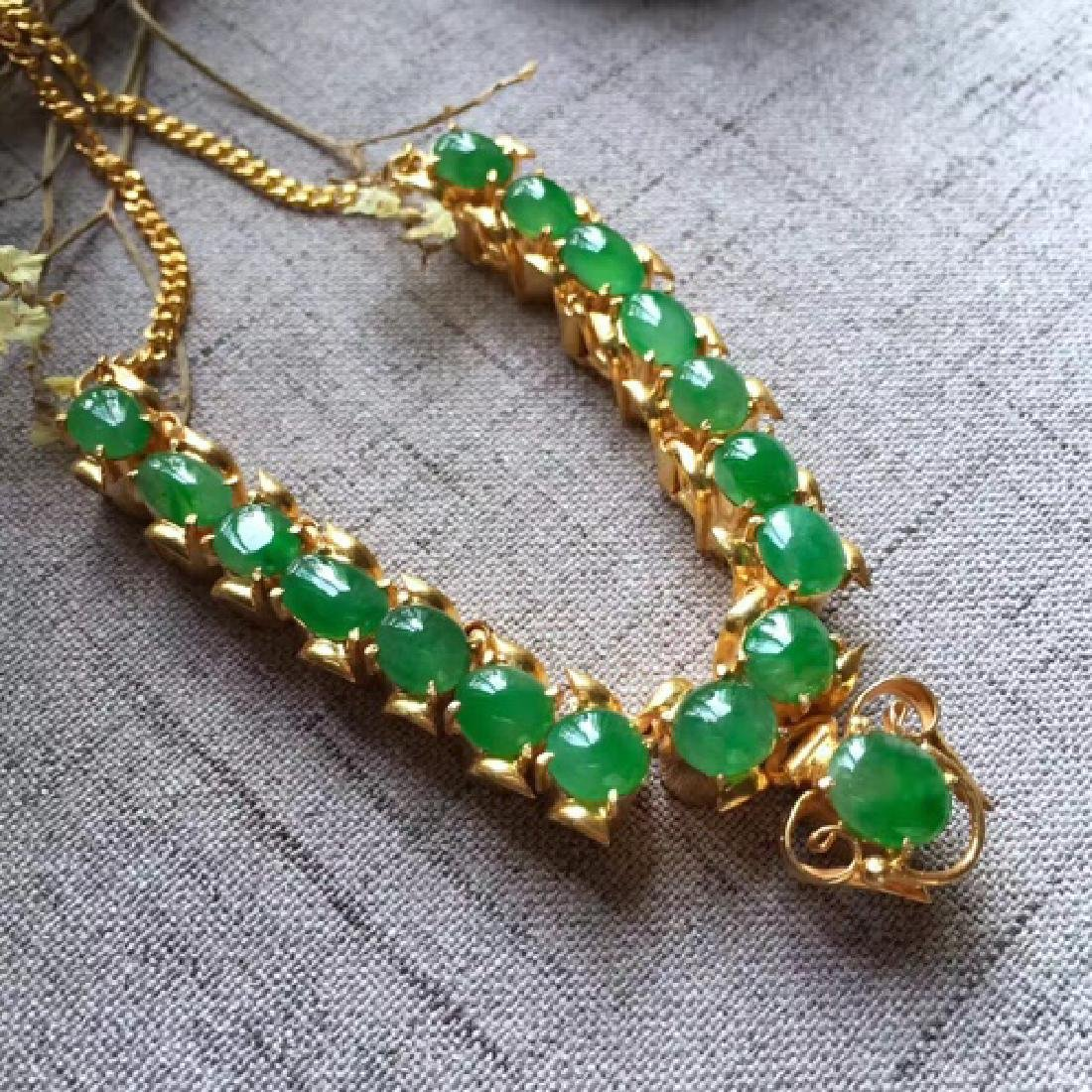 A NATURAL EGG-SHAPED PINGGUOLV JADEITE NECKLACE - 3