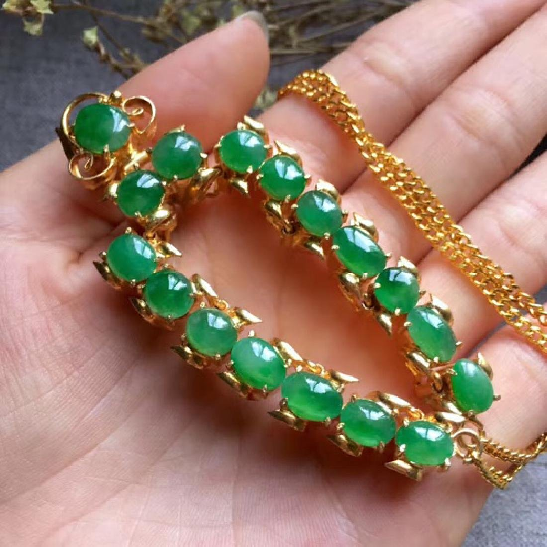 A NATURAL EGG-SHAPED PINGGUOLV JADEITE NECKLACE - 7