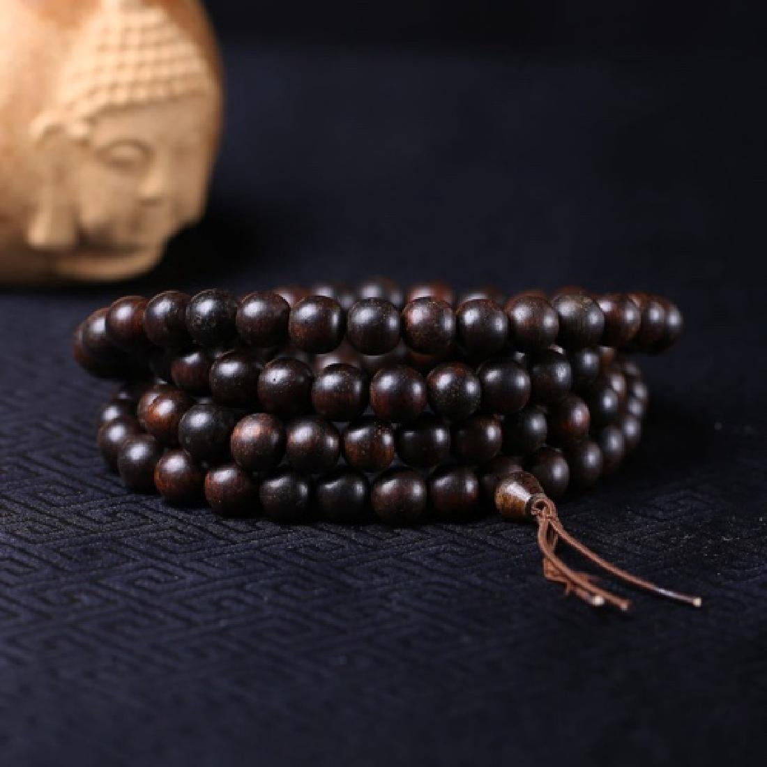 A NATURAL AGILAWOOD NECKLACE