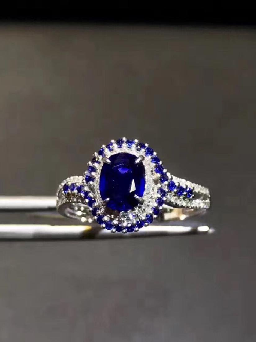 18K. A  NATURAL SAPPHIRE RING  WITH CERTIFICATE.