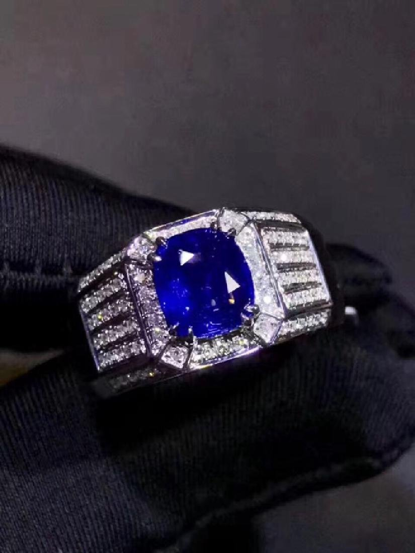 18K. A NATURAL SAPPHIRE RING
