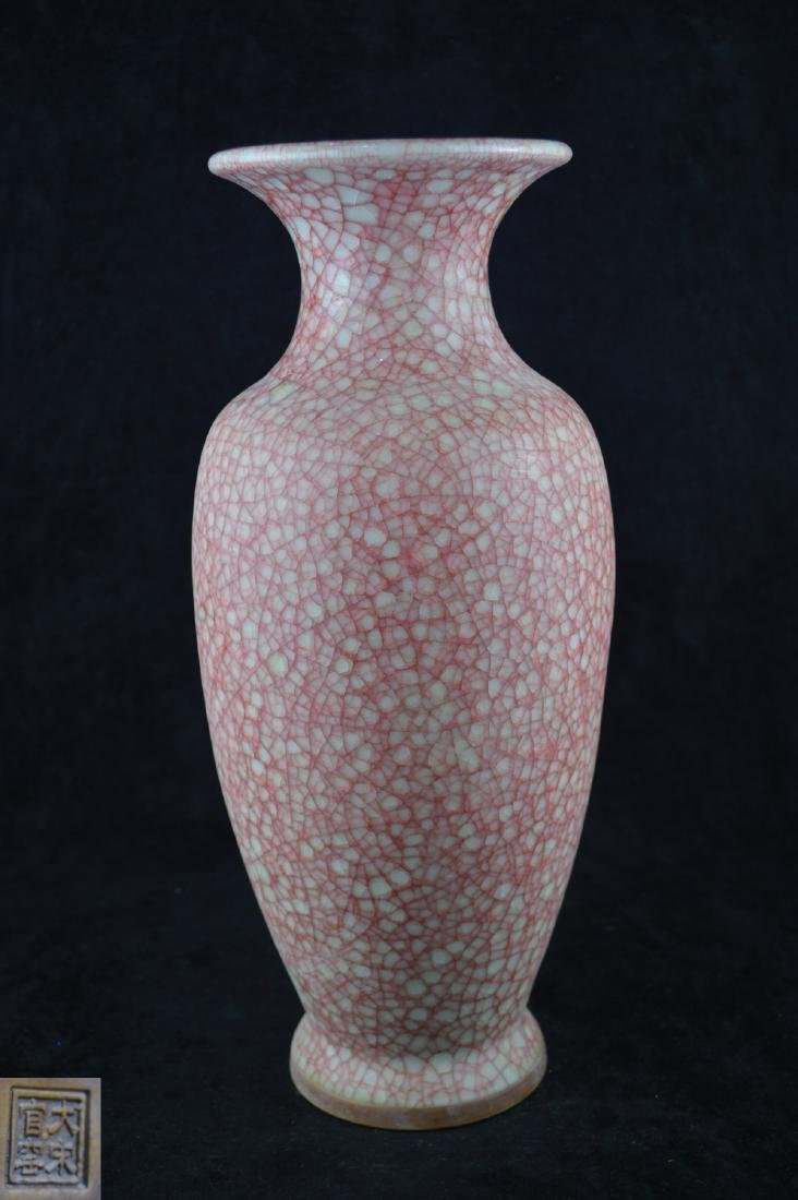 A GE-GLAZED BOTTLE VASE WITH MARK