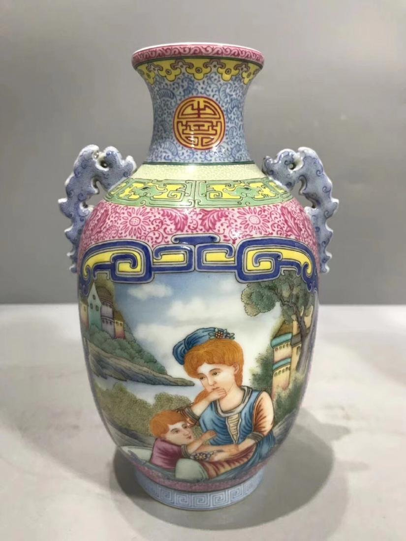 A WESTERN CHARACTER PATTERN FOREIGN COLOUR VASE
