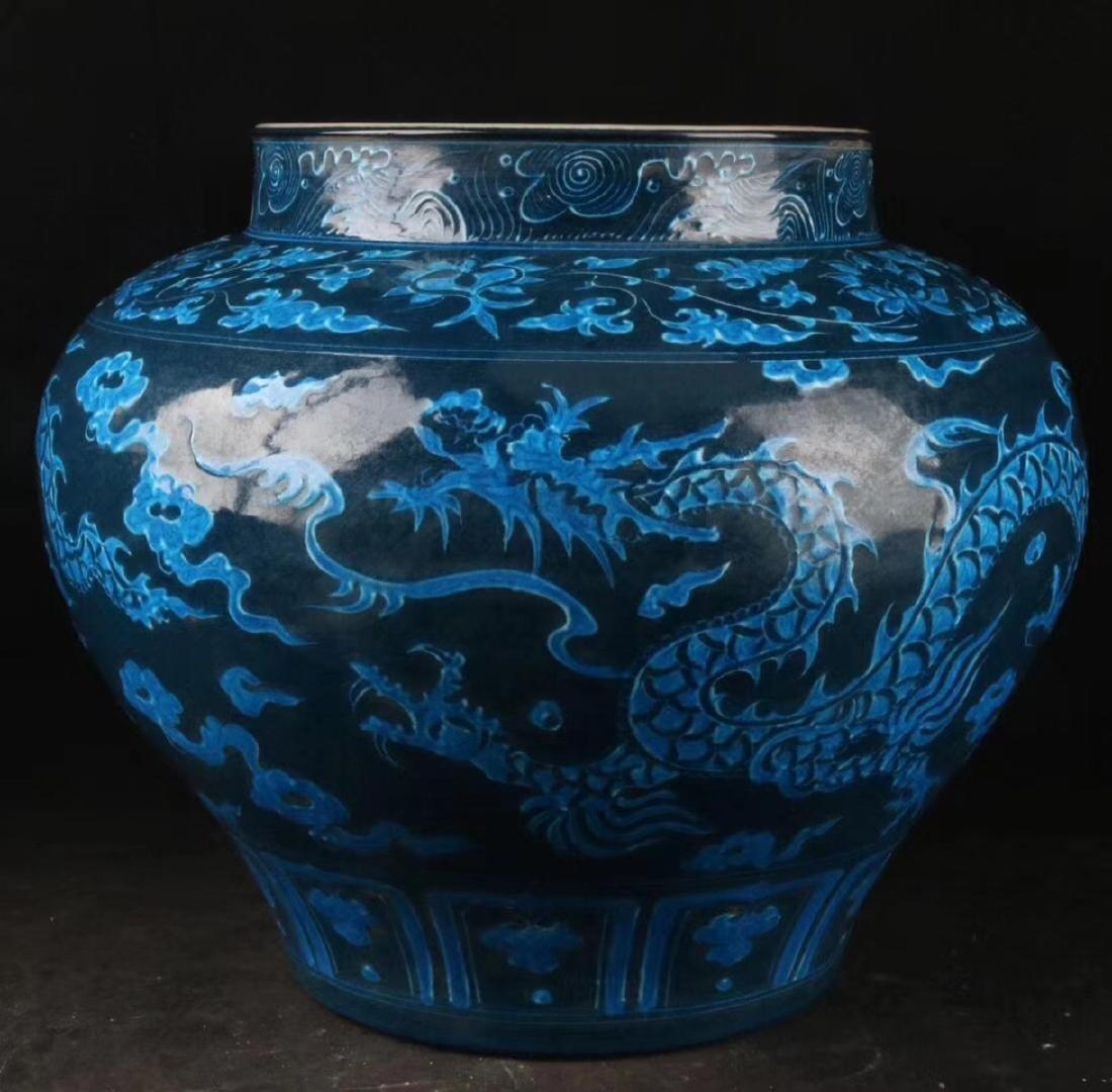 A DRAGON PATTERN BLUE GLAZED POT