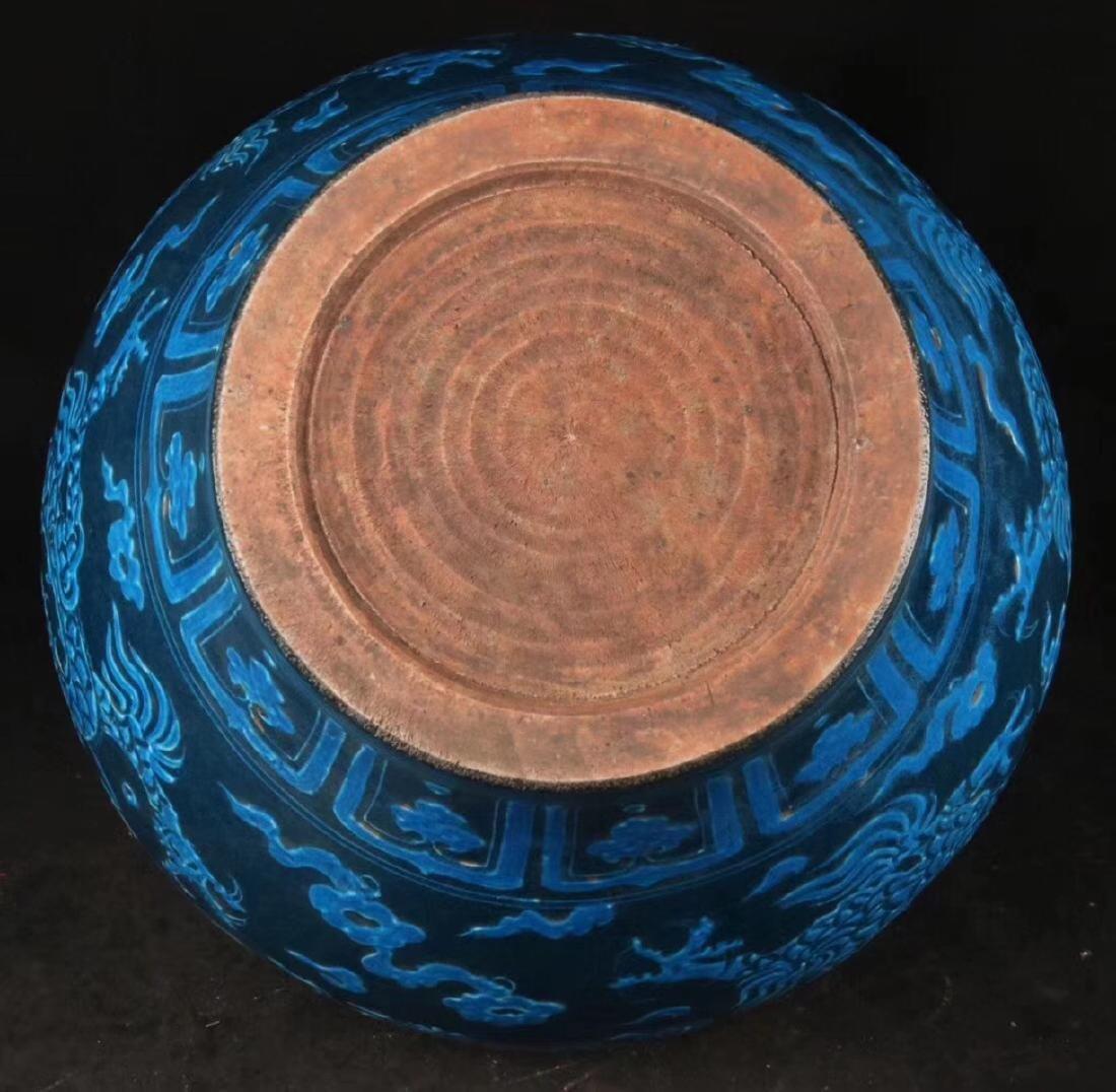 A DRAGON PATTERN BLUE GLAZED POT - 8