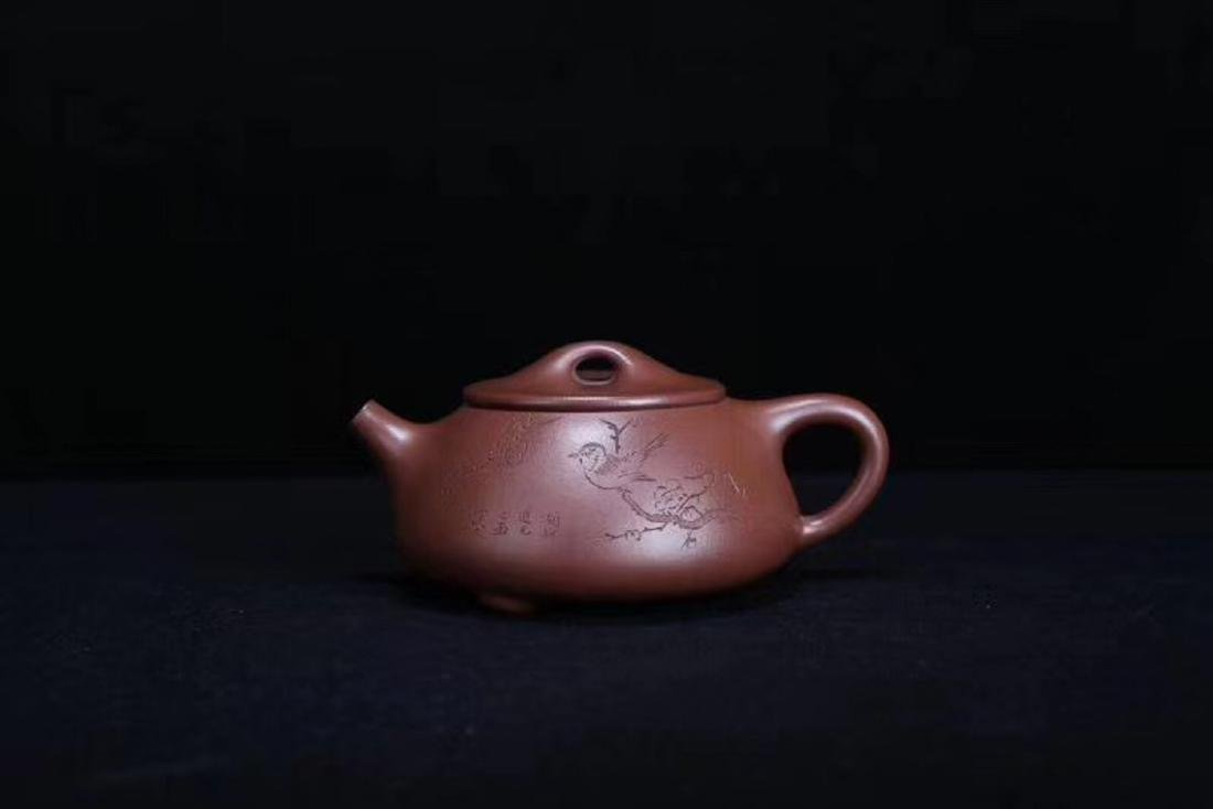 A JINGZHOU PURPLE CLAY TEAPOT