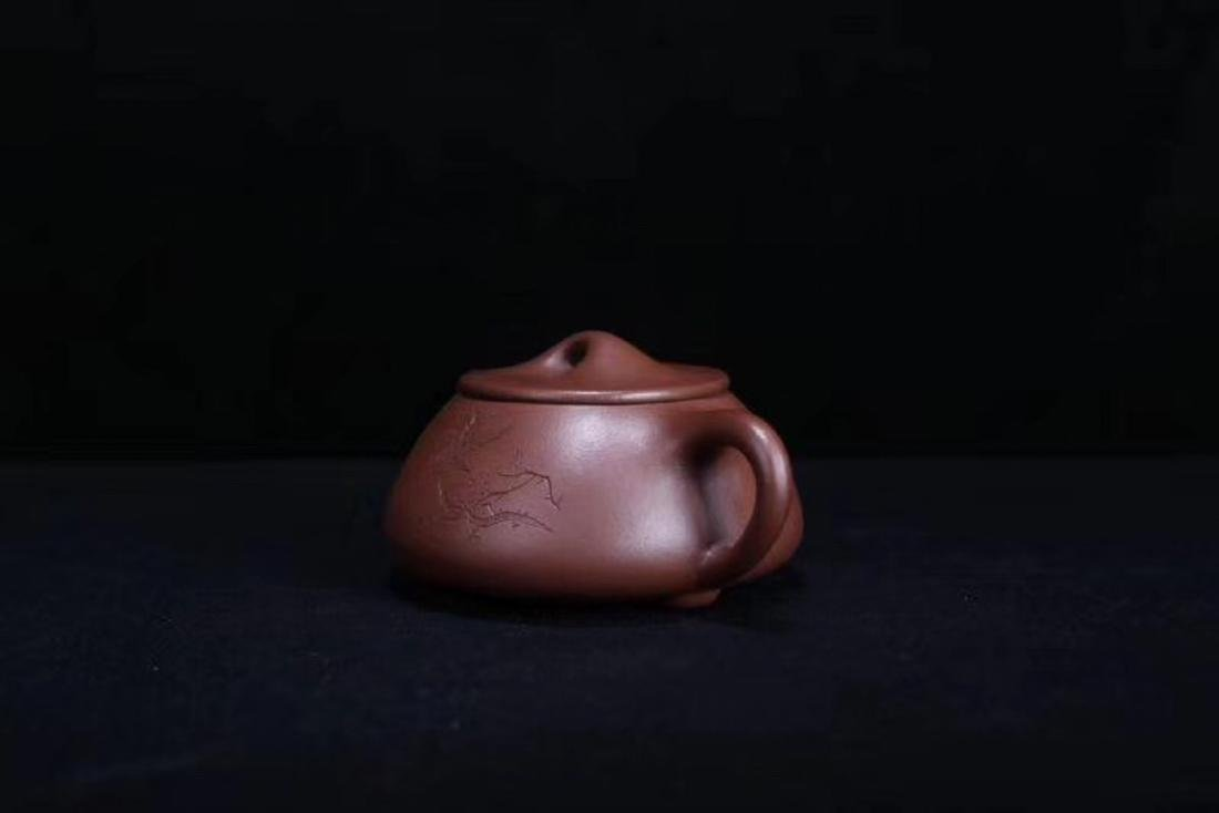 A JINGZHOU PURPLE CLAY TEAPOT - 2