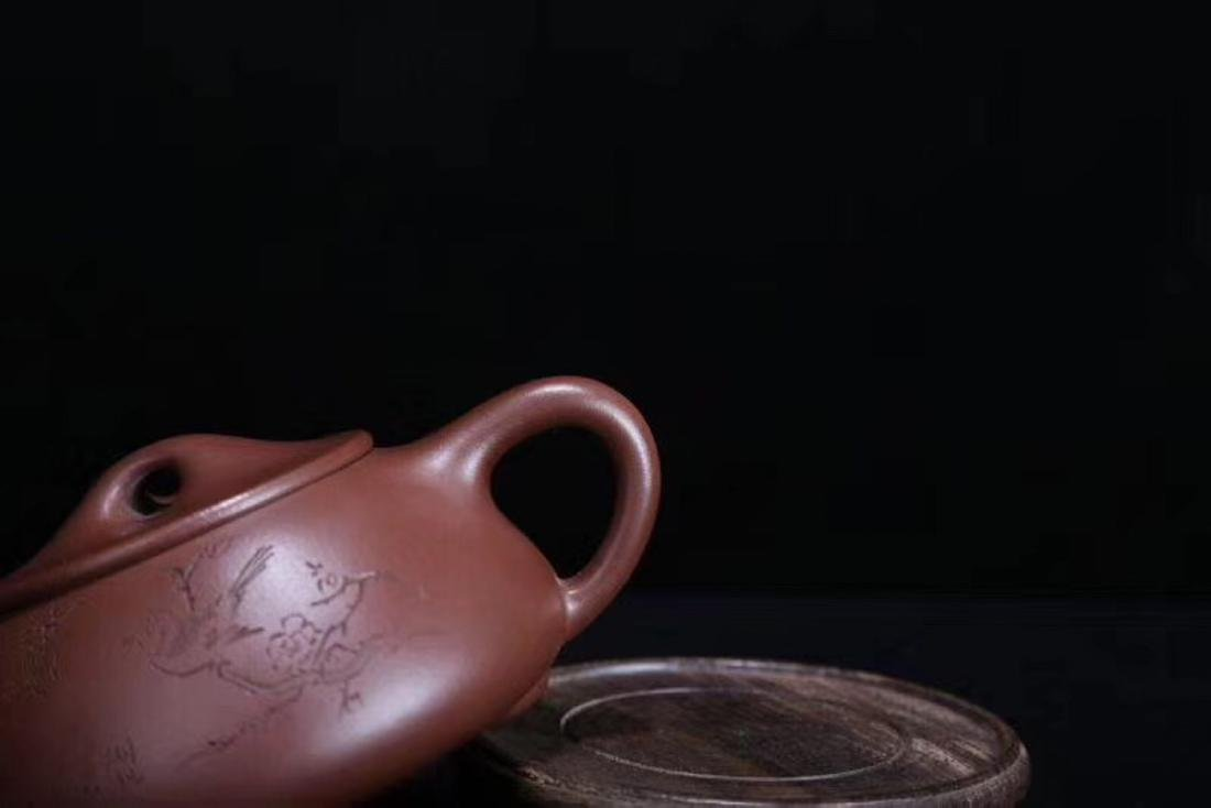 A JINGZHOU PURPLE CLAY TEAPOT - 8