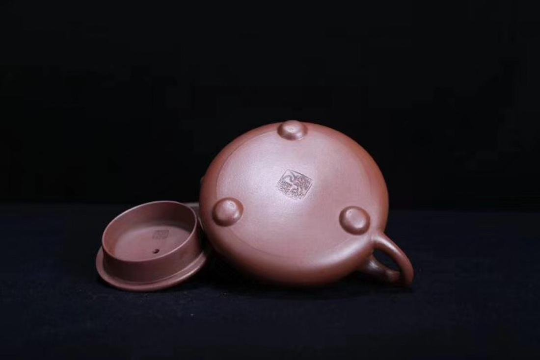 A JINGZHOU PURPLE CLAY TEAPOT - 9
