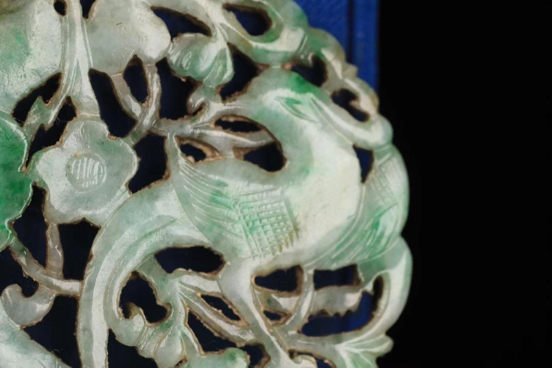 AN OLD JADEITE FLORAL SHAPED PENDANT - 3