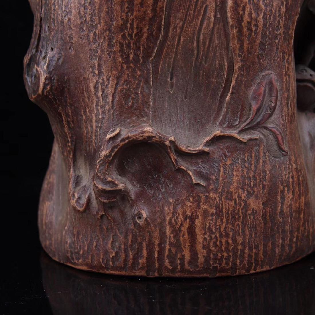 A TREE STUMP SHAPED BRUSH POT - 4