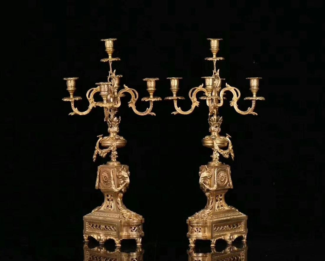 A GILT COPPER CLOCK WITH TWO CANDLESTICK - 7