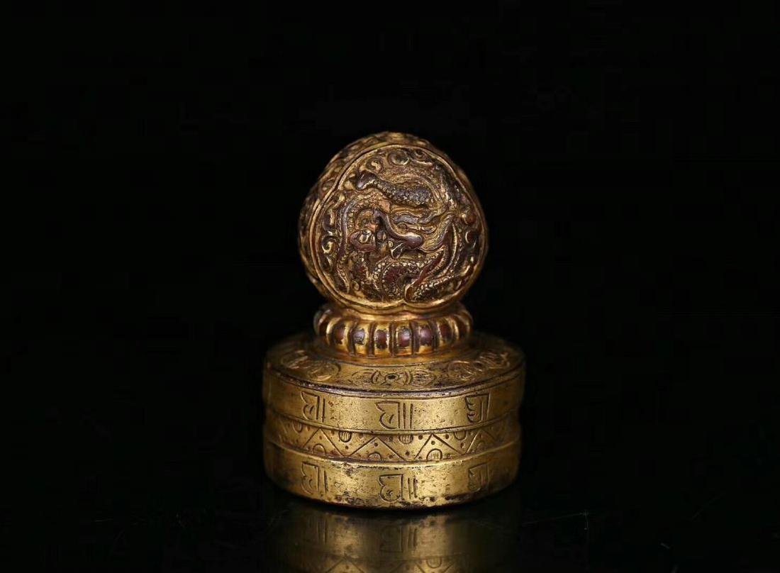 AN OLD GILT COPPER DRAGON SHAPED SEAL - 2