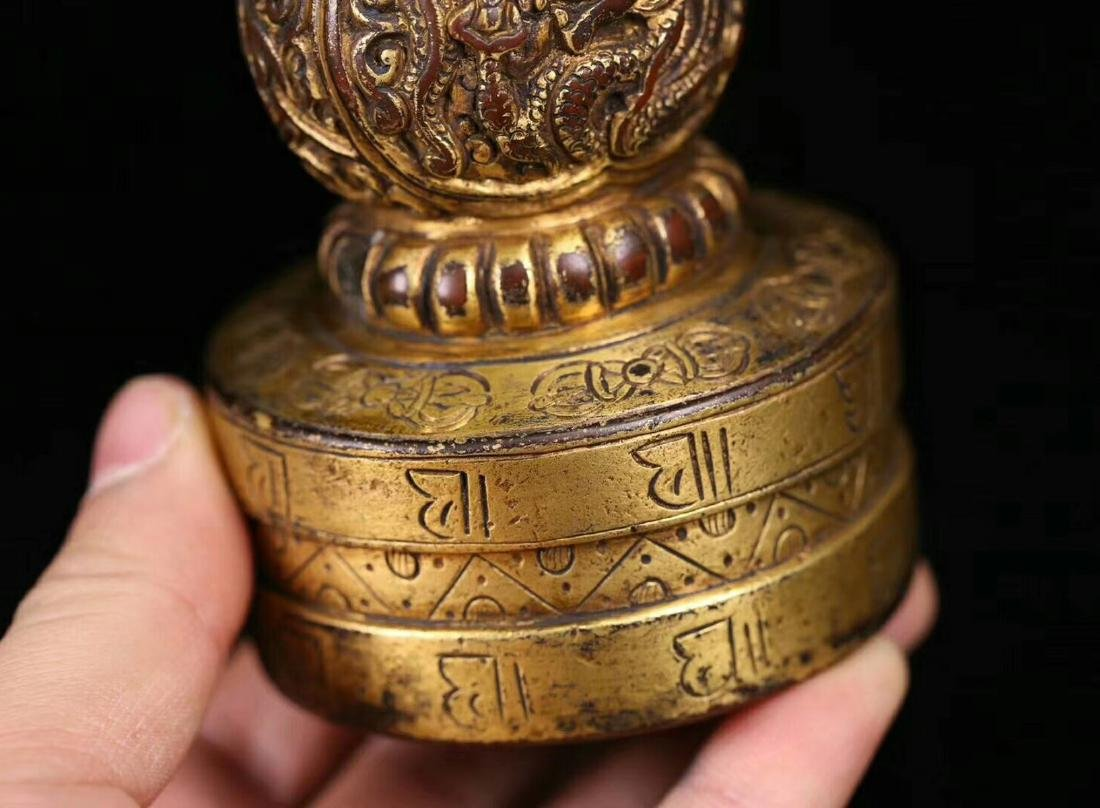 AN OLD GILT COPPER DRAGON SHAPED SEAL - 5